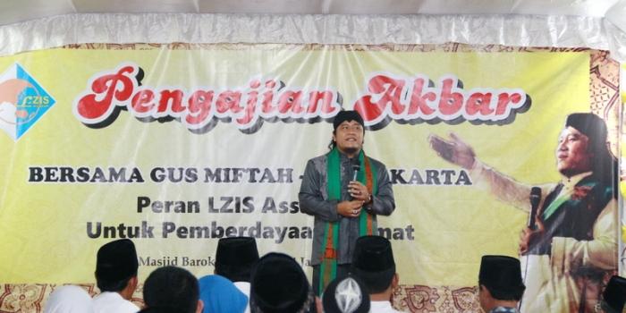 LZIS Berbagi dengan Masyarakat Sekitar Pondok