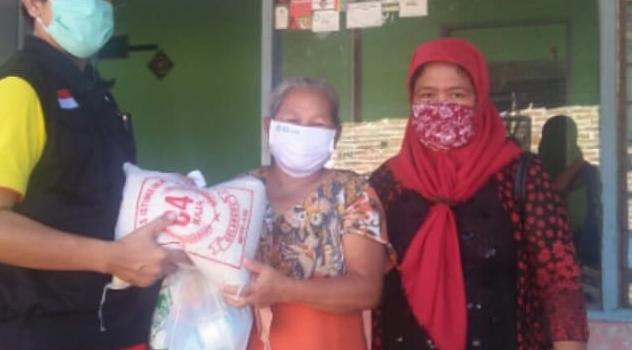 Penyaluran 205 Paket Sembako Untuk Warga Gonilan